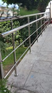 Paslanmaz Çelik Engelli Korkuluğu (12)